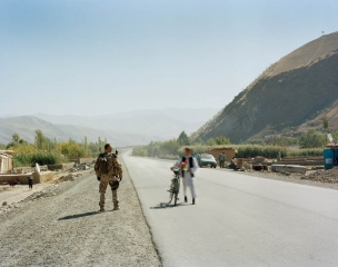 © Jo Röttger: Afghanistan, German military policeman (MP) in Iskasan by the LOC 302, the highway from Fayzabad to Kishim