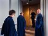 Drei Richter auf dem Weg in den Gerichtssaal des Internationalen Strafgerichtshofes (IStGH) in Den Haag (© Frank Schinski / OSTKREUZ)