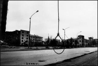 Prospekt Pobedy, Grozny, November 1995 (© Stanley Greene)