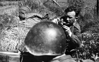 OLt Nikolaj Iwanowitsch Chandogin im Fronteinsatz, o.O., 1943/45 (© Deutsch-Russisches Museum Berlin-Karlshorst e.V.)