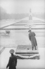 Berlin, Treptow, Soviet War Memorial, February 1993 (© Jürgen Graetz)