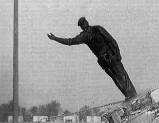 Toppling Saddam Hussein's Statue