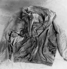 © Frauke Eigen, Fundstücke Kosovo 2000 - Jacke, IWM ART 16804 11